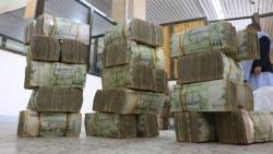 الحكومة تكشف عن ترتيبات لصرف رواتب الموظفين قريباً بجميع المحافظات
