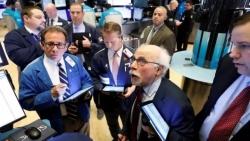 الأسهم الأمريكية ترتفع بعد بيانات البطالة والأسواق تتجاهل مساءلة ترامب