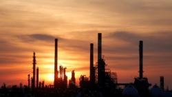 النفط يصعد مع تراشق إيران والولايات المتحدة بالتهديدات
