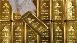 الذهب يتراجع عن مستوى 1600 دولار والأسواق تترقب رد فعل أمريكا