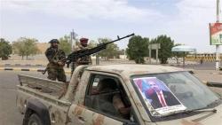 مقتل جندي وإصابة اثنين بتبادل لإطلاق النار داخل معسكر للحزام غربي أبين