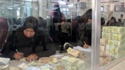لماذا أصبحت الأوراق النقدية عبئا على حياة الناس؟