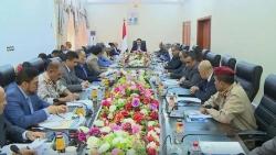 صراع أجنحة واستقالات بالحكومة اليمنية.. أي مستقبل للشرعية؟