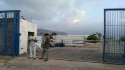 سقطرى.. مواطنون يغلقون مصنعا تابعا للمندوب الإماراتي في الأرخبيل