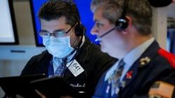 الأسهم الأمريكية تهبط مع انهيار العقود الآجلة للنفط الأمريكي