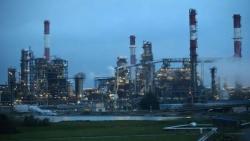 عقود النفط الأمريكي تهوي 25% وبرنت يتراجع عن 20 دولارا للبرميل