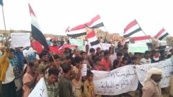 سقطرى : مظاهرة جماهيرية حاشدة تأييدا للشرعية ورفضا للانقلاب ومليشيا الانتقالي تطلق عليهم الرصاص
