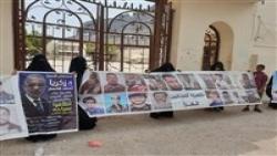 عدن : أمهات المختطفين تطالب محافظ عدن لملمس بالإفراج عن المعتقلين والمخفيين قسراً