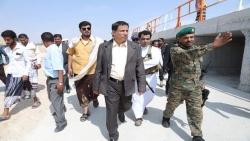 """المحافظ """"بن ياسر"""" يفتتح مشروع إعادة تأهيل وصيانة طريق المدخل الشمالي لمدينة الغيضة بتمويل من السلطة المحلية"""