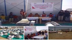 برعايه محافظ المهرة والاهلال الاحمر اليمني مدير عام المسيلة يدشن توزيع مواد الايواء والنظافة لساكني منطقة السلام بالمديرية