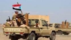 عدن.. عناصر الحزام الأمني التابع للإنتقالي يعتدون بالضرب المبرح على مواطنين يبيعون علب الماء