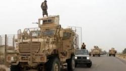 الإمارات تقيم جسر بحري لتزويد مليشيا الإنتقالي بالأسلحة والذخائر وتستعد لحرب جديدة في أبين