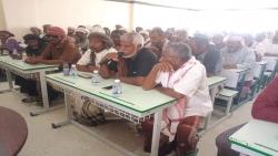السلطة المحلية بالمسيلة تعقد لقاء موسع لأعضاء المجالس المحلية و مدراء المكاتب التنفيذية وعقّال الحارات وأئمة المساجد والشيوخ والأعيان بالمديرية