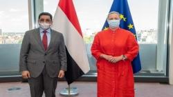 وزير الخارجية يبحث مع مفوضة الشراكات الدولية في المفوضية الأوروبية الوضع الإنساني في اليمن